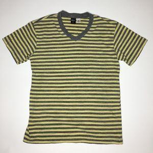 BDG V-neck T-shirt Size S